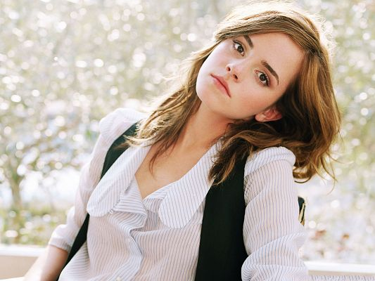 click to free download the wallpaper--Picture of Actress, Emma Watson in Schoolsuit, Leaning on Chair, Sunshine Girl