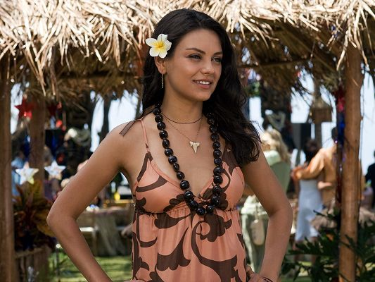 click to free download the wallpaper--Played a Role in Family Guy, Forgetting Sarah Marshall and Black Swan, a Flower in the Hair, Skin Color is Quite Healthy - HD Mila Kunis Wallpaper