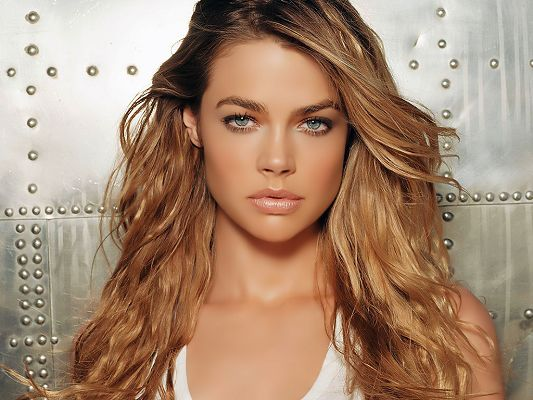 Played in Finding Bliss and Deep in the Valley, Blue Eyes and Thick Lip Combined, Indeed an Impressive and Beautiful Girl - HD Denise Richards Wallpaper