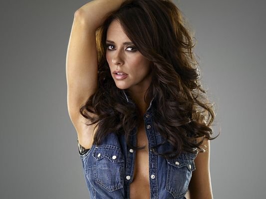 click to free download the wallpaper--Played in Heartbreakers, Garfield and CBS's Ghost Whisperer, the Blue Jeans T-Shirt Can be Such a Fit - HD Jennifer Love Hewitt Wallpaper