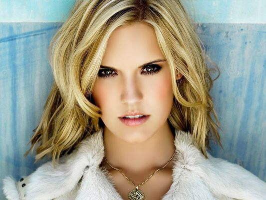 Played in Taken, ABC's Lost and Knight and Day, Eyes Are Black as to Shine, in Blond Hair and White Dress, Can't be More Beautiful - HD Maggie Grace Wallpaper