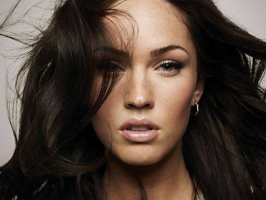 Played in Transformers, Jennifer's Body and Jonah Hex, Dancing and Flying Hair, She is Quite Sexy and Beautiful - HD Megan Fox Wallpaper