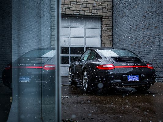 click to free download the wallpaper--Porsche Carrera GTS 4, Black Super Car Outdoor, White Flying Snow