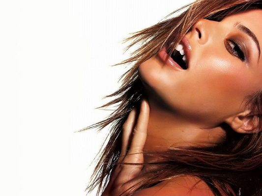 Posters of Beautiful Actresses, Josie Maran in Healthy Skin Color, Wild Beauty and Appealing Pose