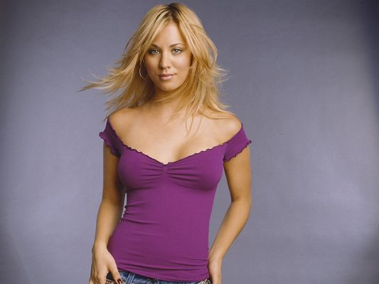 Prison Break Actress Kaley Cuoco HD Post in Pixel of 1600x1200, Beautiful Girl in Casual Clothes, Blonde Hair is Flying - TV & Movies Post