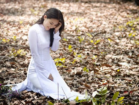 click to free download the wallpaper--Pure Girls Picture, Nice-Looking Girl in White Pure Dress, Fallen Leaves