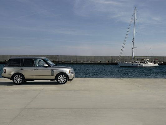 click to free download the wallpaper--Range Rover Car Background, Top Gray Car Beside the Sea, Nice Look