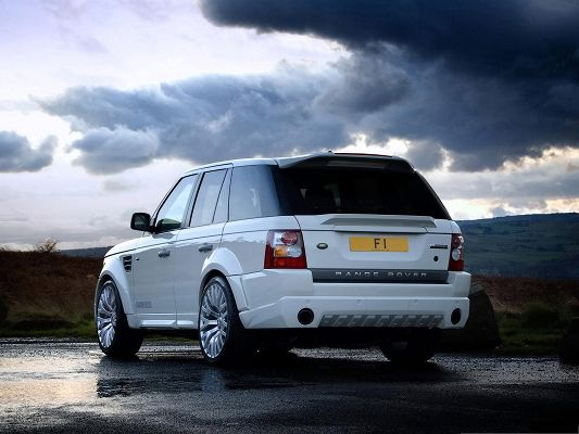 click to free download the wallpaper--Range Rover Car Wallpaper, White Super Car on Wet Road, Be Careful Driving