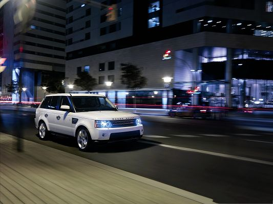 click to free download the wallpaper--Range Rover Car Wallpaper, White and Decent Car Running at Night