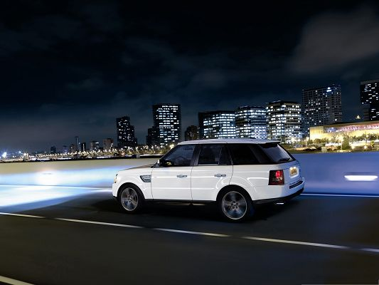 click to free download the wallpaper--Range Rover Car as Background, White Super Car in Pretty Full Speed, Drive at Night