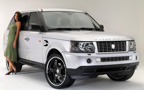 click to free download the wallpaper--Range Rover Cars Wallpaper, White and Decent Car, Super Beautiful Lady Leaning on