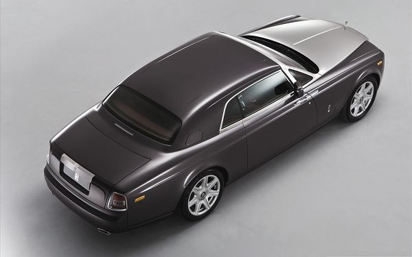 click to free download the wallpaper--Rolls Royce Car Background, Gray Super Car with Long Shinning Body, Impressive Look
