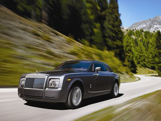 click to free download the wallpaper--Rolls Royce Super Car, Black Car Running in Pretty Full Speed, Great Look