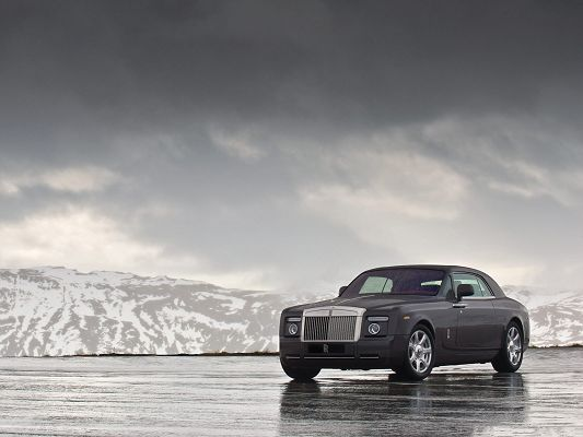 click to free download the wallpaper--Rolls Royce Super Car, Gray Car in Stop, Stand Among White Snowy World