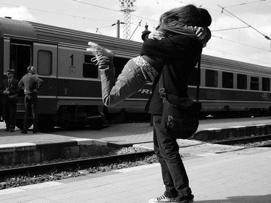 click to free download the wallpaper--Romantic Pics, Couple Meeting at Train Station, Hugging Each Other