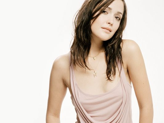 Rose Byrne HD Post in Pixel of 2560x1920, in Light Pink Vest, She is So Much Attractive, Breast is Revealed, a Great Fit - TV & Movies Post