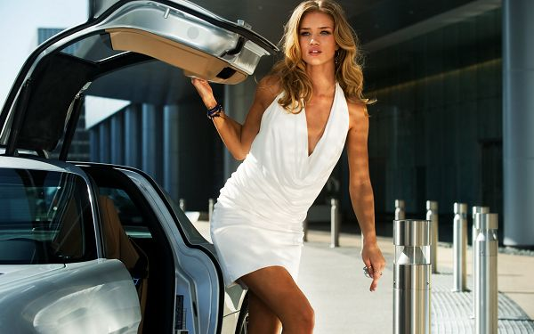 Rosie Huntington Whiteley in Transformers 3 Post in 1920x1200 Pixel, You're Not Going to Miss Someone As Beautiful and Attractive as Whiteley - TV & Movies Post