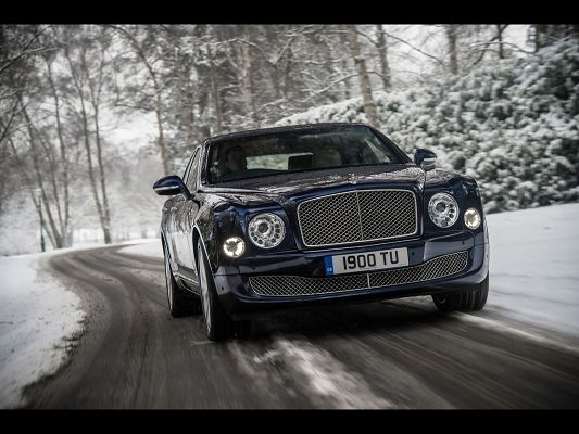 Royal Car Images of Bentley Mulsanne, Blue and Decent Car Turning a Corner, Graceful Enough