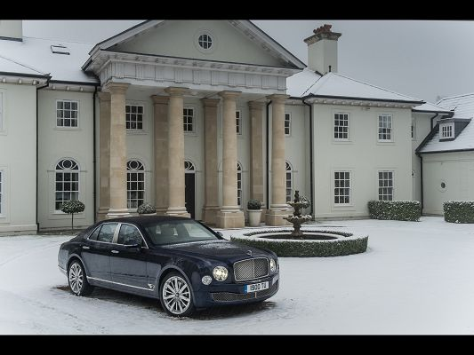 click to free download the wallpaper--Royal Car Images of Bentley Mulsanne, Stopping in Snow, Nothing Affects Its Beauty