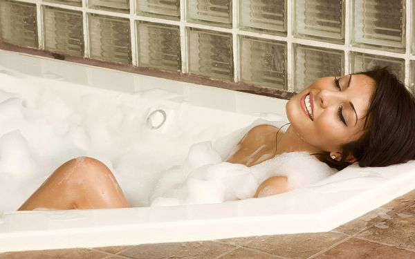 SPA So Comfortable As to Make One Fall Asleep, Half Naked Body Exposed, Quite Attractive - HD Widescreen SPA Wallpaper