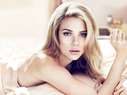 Scarlett Johansson Poster, Naked Body and Blond Hair, She Has Amazing Beauty