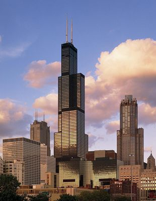 click to free download the wallpaper--Sears Tower in Chicago