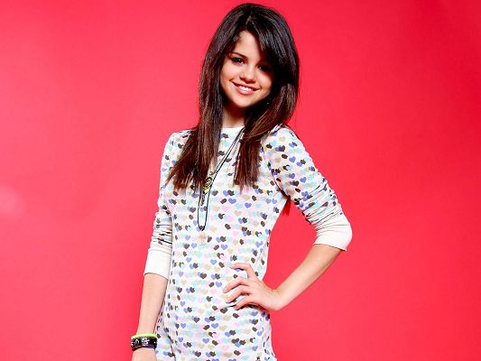 Selena Gomez 9 HD Post in 1600x1200 Pixel, the Smiling and Sunny Girl, Pink Background Makes Her Sweet and Impressive - TV & Movies Post