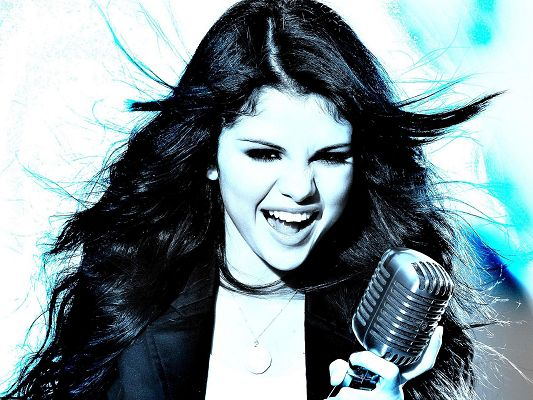 click to free download the wallpaper--Selena Gomez HD Post in Pixel of 1920x1440, Girl Singing Loudly with Microphone, She Seems a Crazy and Shinning Beauty - TV & Movies Post