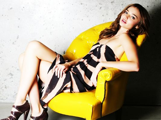 Sexy Girls Wallpaper, Miranda Kerr on Yellow Chair, Super Body Figure