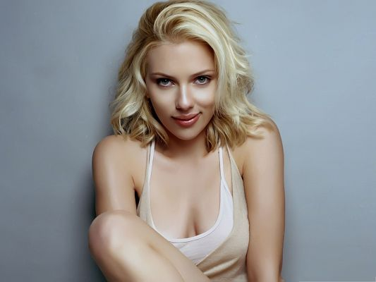 click to free download the wallpaper--Sexy Scarlett Johansson Wallpaper, Snowy White Skin and Appealing Smile, Charming Lady