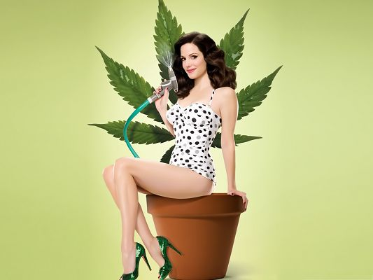 Sexy Woman Background, Sexy Mary Louise Parker Watering the Plant, Enjoy the Moment!