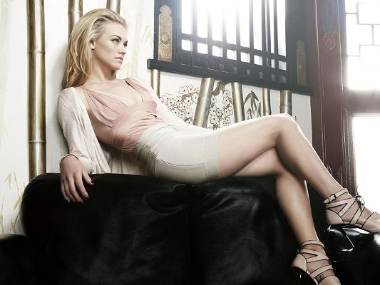 click to free download the wallpaper--Showing up in The Plex, The Canyon and NBC's Chuck, She Has Snowy Skin and Long Legs, Can be Such an Attarction - HD Yvonne Strahovski Wallpaper