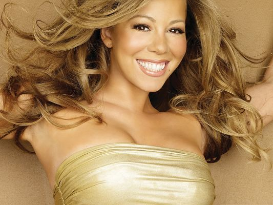 click to free download the wallpaper--Smiling Mariah Carey Wallpaper, in Blond Curly Hair and Open Smile, Impressive Beauty