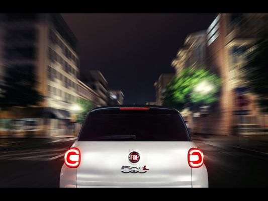 click to free download the wallpaper--Super Car Image of Fiat 500L, from Rear Motion, the Marks Are Much Highlighted, Great Outlook
