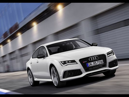Super Car Images of Audi RS 7, a Great Car on Flat Road, Speed is No Concern