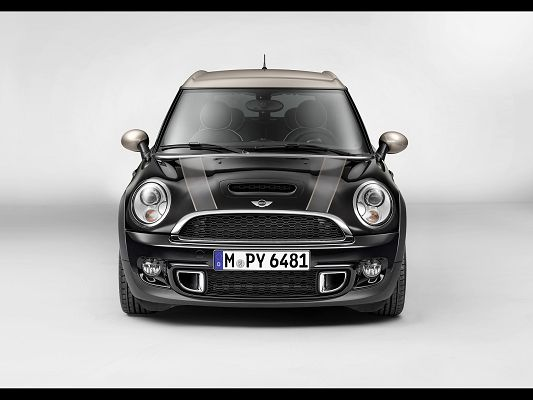 Super Car Images of Mini Clubman, the Car is Smart and Can Run Through Whatever Street