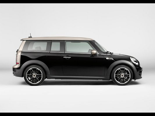 click to free download the wallpaper--Super Car Pics of Mini Clubman, Smart Car on White Background, Looking Great
