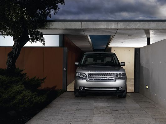 click to free download the wallpaper--Super Car Pictures, Silver Range Rover Car in Parking Lot, Incredible Look