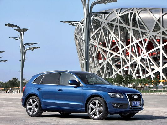 click to free download the wallpaper--Super Cars Image, Blue Audi Q5 Facing the Bird's Nest, Great in Look