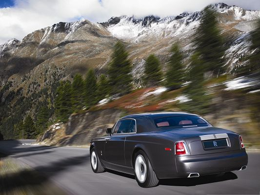 click to free download the wallpaper--Super Cars Wallpaper, Rolls Royce in the Run, Flat Straight Road