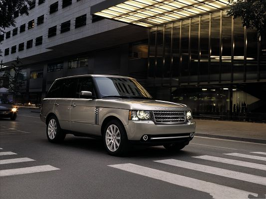 click to free download the wallpaper--Super Cars as Background, Brown Range Rover Car in Stop, Waiting to Pass