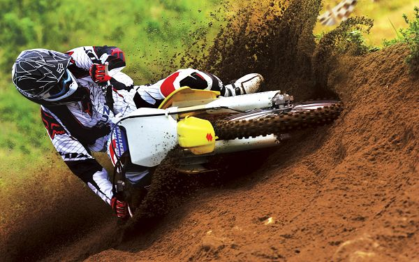 click to free download the wallpaper--Suzuki Motocross Bike Race Post in Pixel of 1920x1200, Earth in Fly, Great Speed and Force Can be Expected, Man, Just Go Go Go! - TV & Movies Post