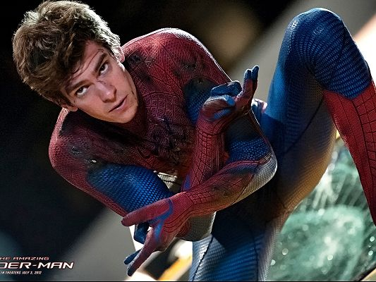 click to free download the wallpaper--TV & Movie Posters, the Injured Spider Man, Never Step Back, He is Amazing