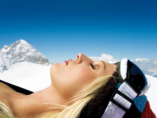 click to free download the wallpaper--TV Shows Image, Sleeping Beauty Much Enlarged, Enjoying the Winter Sun