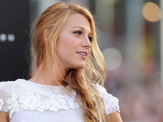 click to free download the wallpaper--TV Shows of Beautiful Girl, Blake Lively in White Dress, Blonde Hair, Natural Beauty