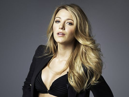 Taking Part in New York, I Love You, The Town and CW's Gossip Girl, Outstanding in Both Look and Action - HD Blake Lively Wallpaper