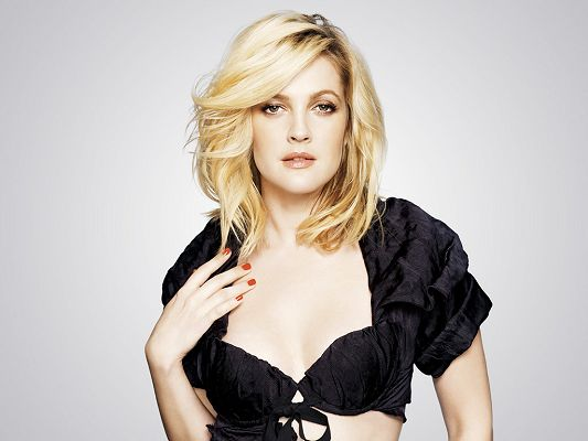 click to free download the wallpaper--Taking Part in Whip It, Everybody's Fine and Going the Distance, In Black Dress and Graceful Pose, What an Attarction! - HD Drew Barrymore Wallpaper