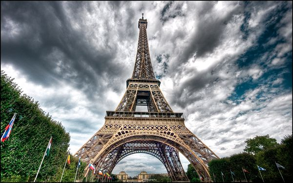 click to free download the wallpaper--Tall and Magnificent Eiffel Tower, Seems to be Close to the Sky, No Wonder It is a Place of Interest - HD Natural Scenery Wallpaper