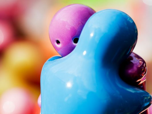 click to free download the wallpaper--The Most Romantic Pic, a Blue Figure Hugging a Pink One, Impressive Scene