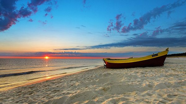 The Rising Sun and a Beautiful Boat, Start the Journey and Enjoy the Wind and Scene in the Process - HD Beach Wallpaper